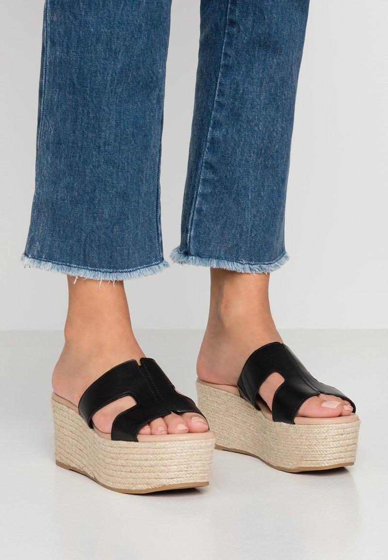 Call it Spring - QIGONDRA VEGAN - Pantolette hoch - black