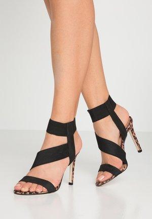 ALICURA VEGAN - Sandalen met hoge hak - brown/multicolor