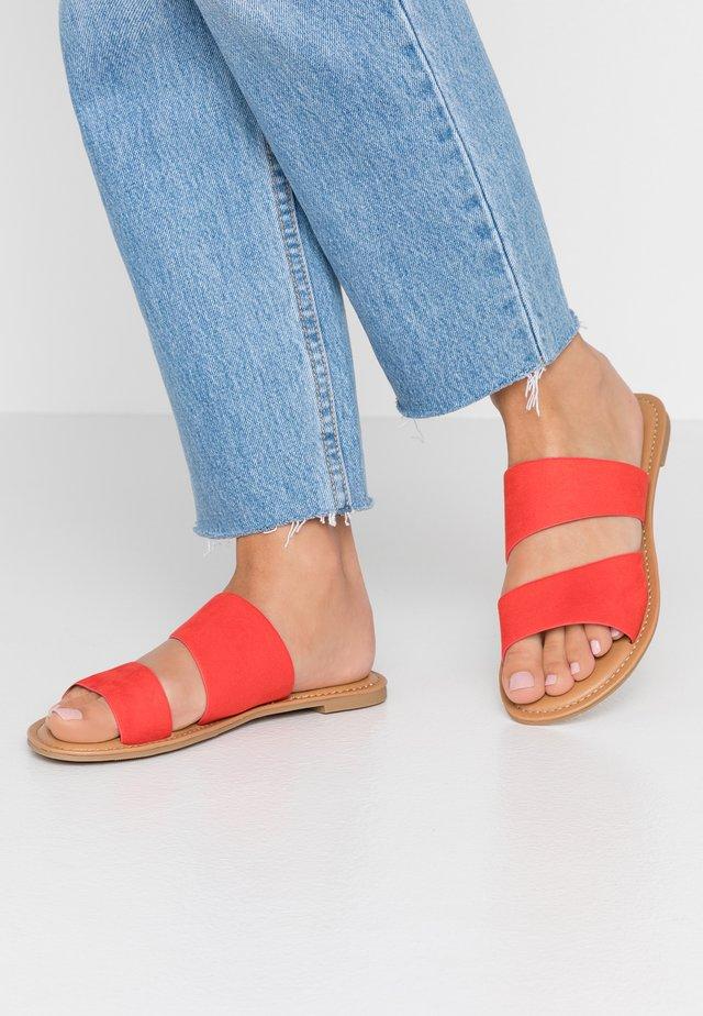 BROSNA VEGAN - Pantolette flach - bright orange