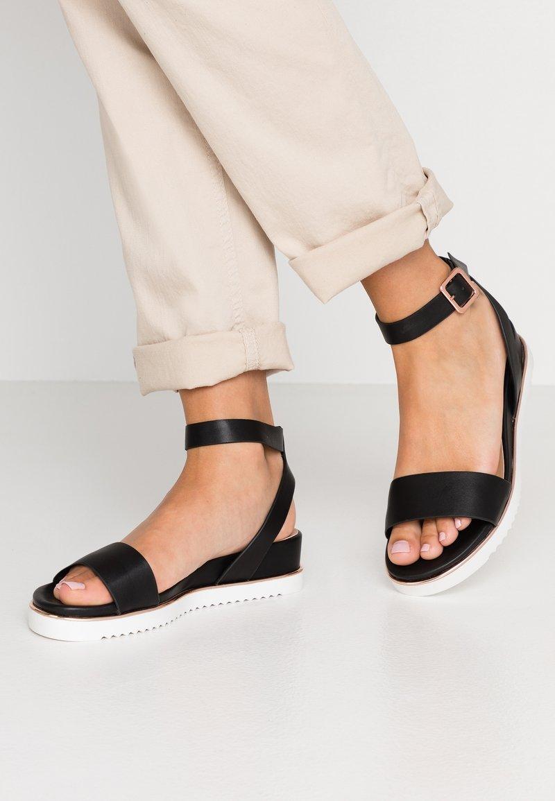 Call it Spring - FLUORN VEGAN - Sandály na platformě - black