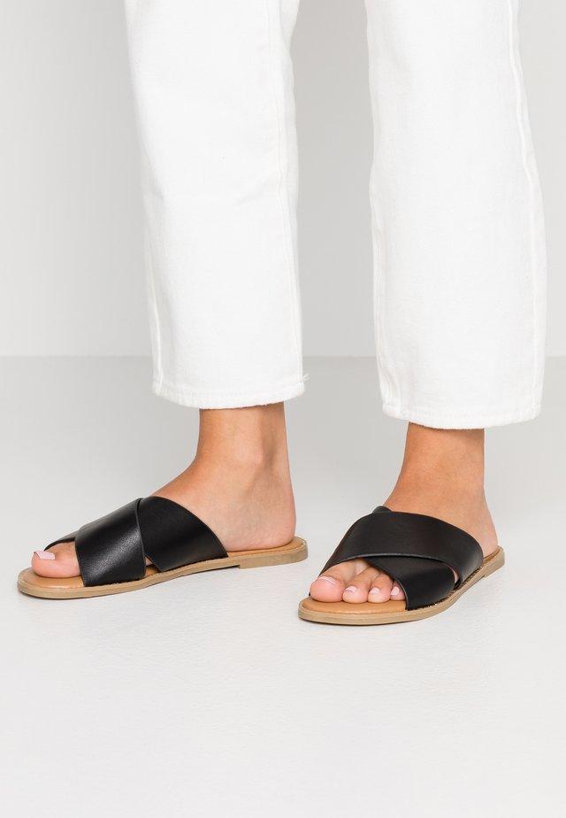 GRACILE VEGAN - Pantolette flach - black