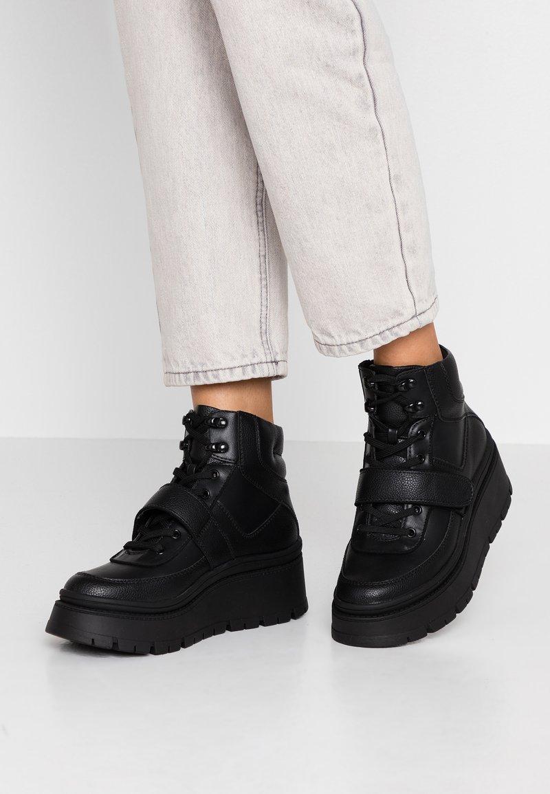 Call it Spring - ROLLERBABES - Sneakers hoog - black
