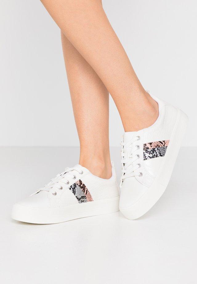 AUGUSTISKI - Sneakers laag - white
