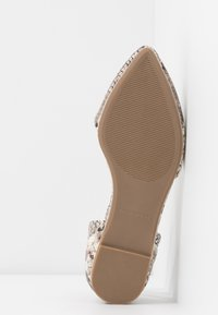 Call it Spring - CHARLOTE - Ankle strap ballet pumps - champagne - 6