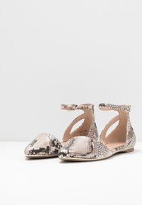 Call it Spring - CHARLOTE - Ankle strap ballet pumps - champagne - 4