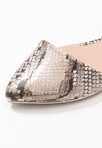 Call it Spring - CHARLOTE - Ankle strap ballet pumps - champagne - 2