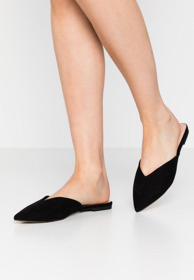 APERA - Pantolette flach - black