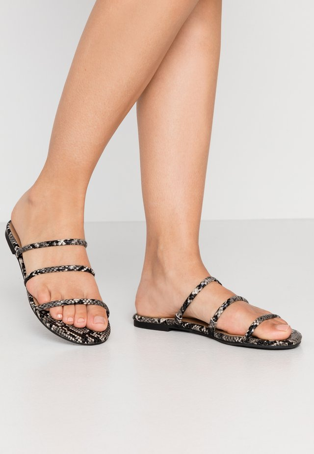 ELISSAA - Pantolette flach - black