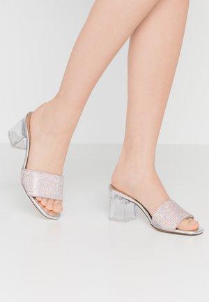 LAMBA - Pantofle na podpatku - bling
