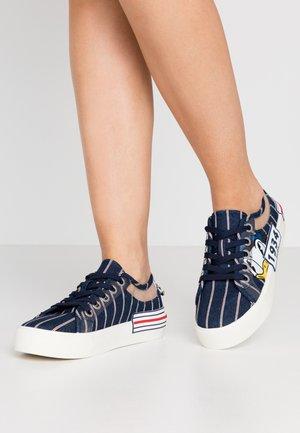 NAVIGATE - Sneakers laag - navy