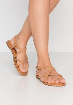 RIBISI - Sandály s odděleným palcem - cognac
