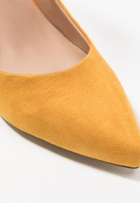 Call it Spring - IBELIDDA - Classic heels - dark yellow - 2