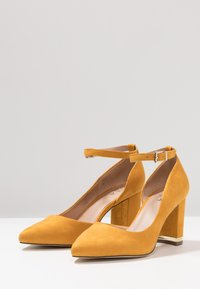 Call it Spring - IBELIDDA - Classic heels - dark yellow - 4