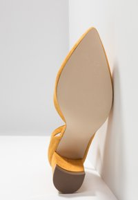 Call it Spring - IBELIDDA - Classic heels - dark yellow - 6