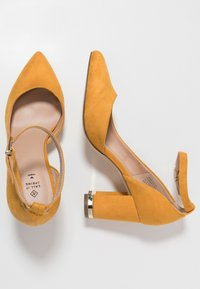Call it Spring - IBELIDDA - Classic heels - dark yellow - 3