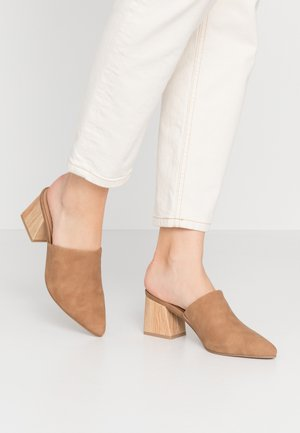 AUGGEN VEGAN - Pantofle na podpatku - beige