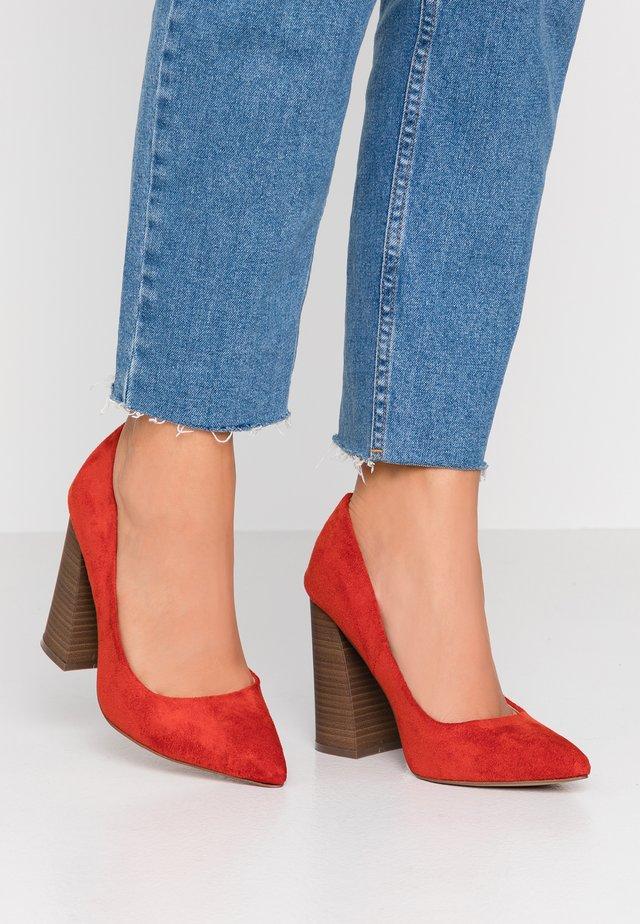 YARA - Høye hæler - red