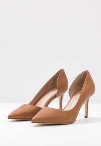 Call it Spring - VICTORIA - High Heel Pumps - cognac - 4