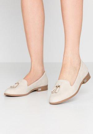 KILANIA - Slippers - white