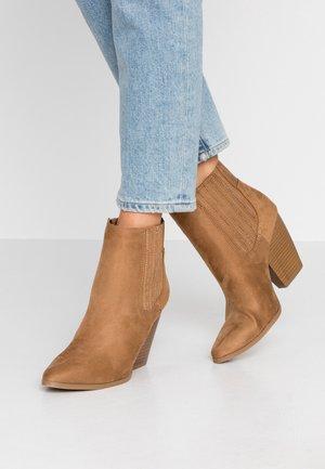 DAISIES - Kotníková obuv na vysokém podpatku - beige