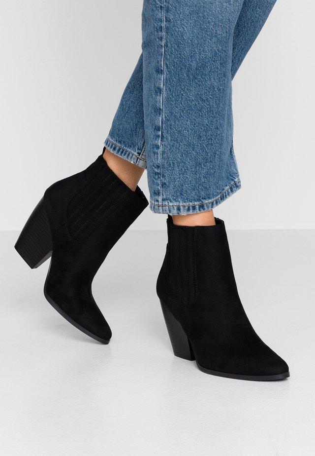DAISIES - High Heel Stiefelette - black