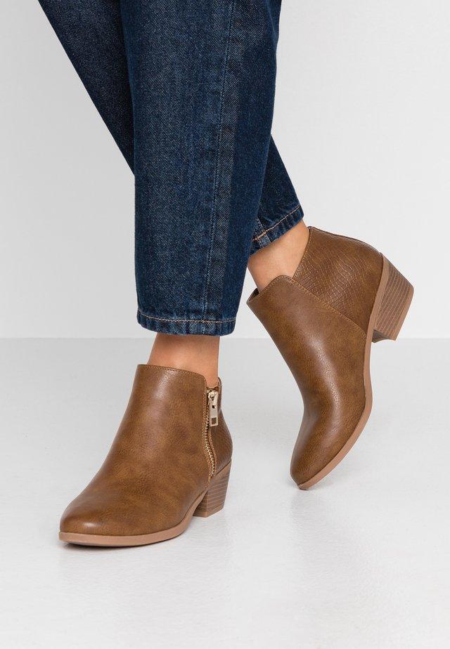 CLARI - Ankle boots - cognac