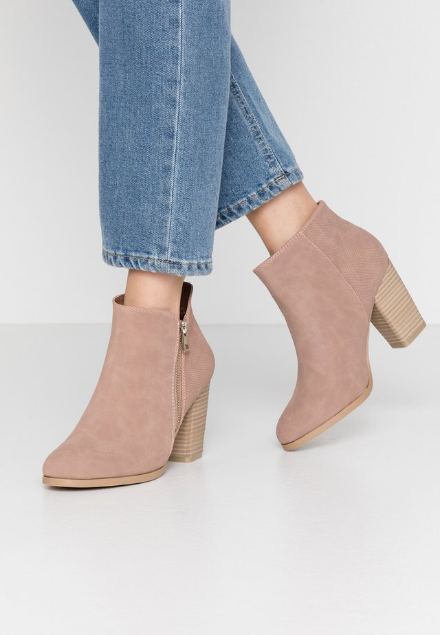 LARRA - Ankelboots - light pink