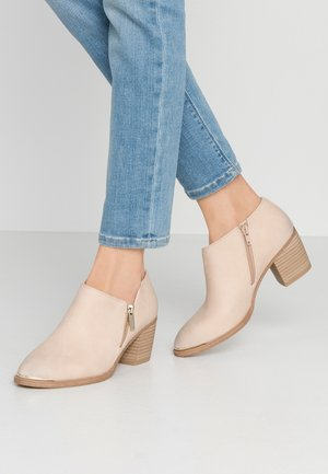 CASEYY - Ankle boot - bone