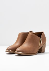Call it Spring - CASEYY - Ankle Boot - cognac - 4