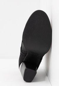 Call it Spring - LOUISEE - Kotníková obuv - black - 6