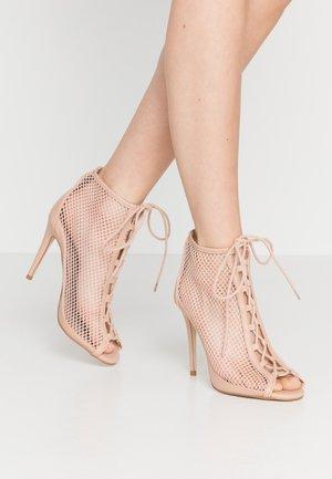KHLOEE - High Heel Stiefelette - bone
