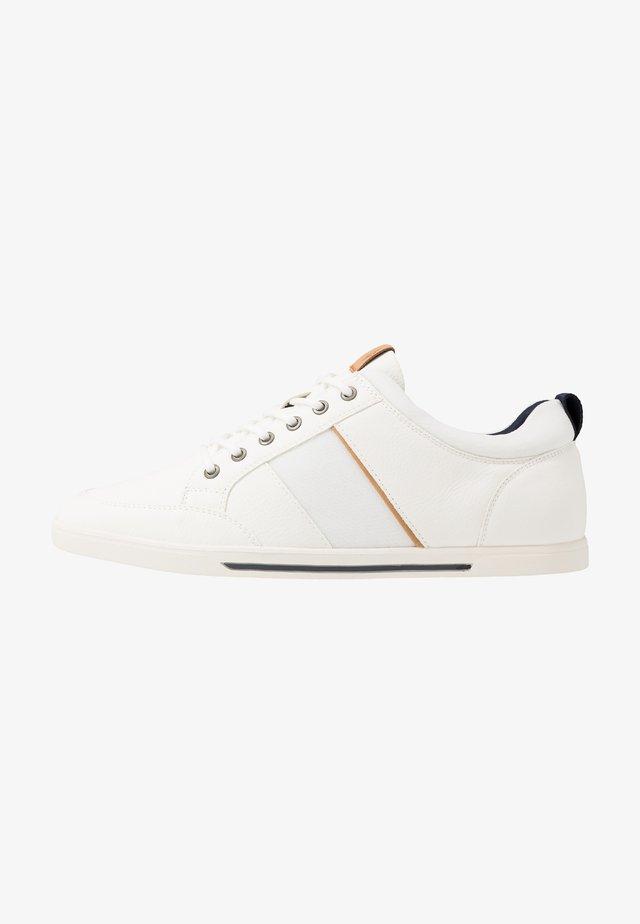 HAELISEN - Sneakersy niskie - white
