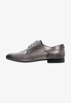 PIORO - Elegantní šněrovací boty - gris