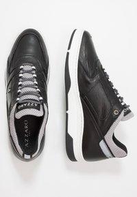 Azzaro - JOGGING - Baskets basses - noir/gris - 1