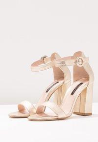 Alberto Zago - Korolliset sandaalit - gold - 4