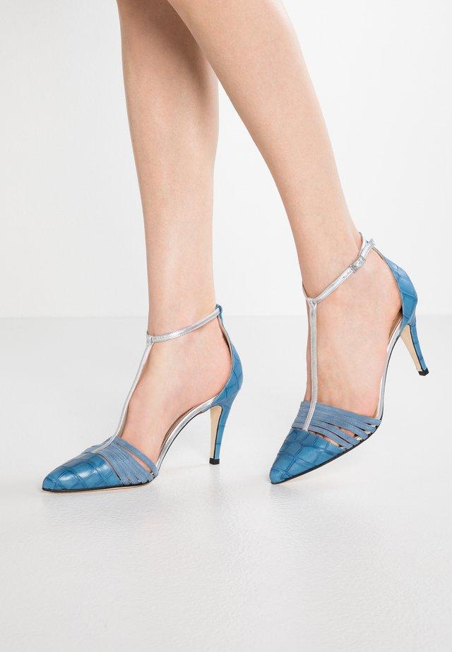 High heels - jeans