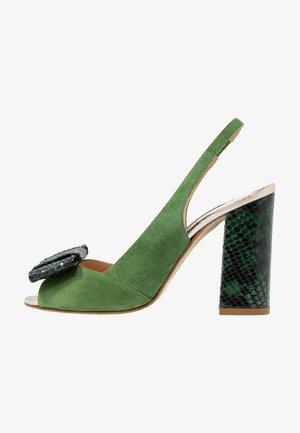 Sandaler med høye hæler - trefoglo