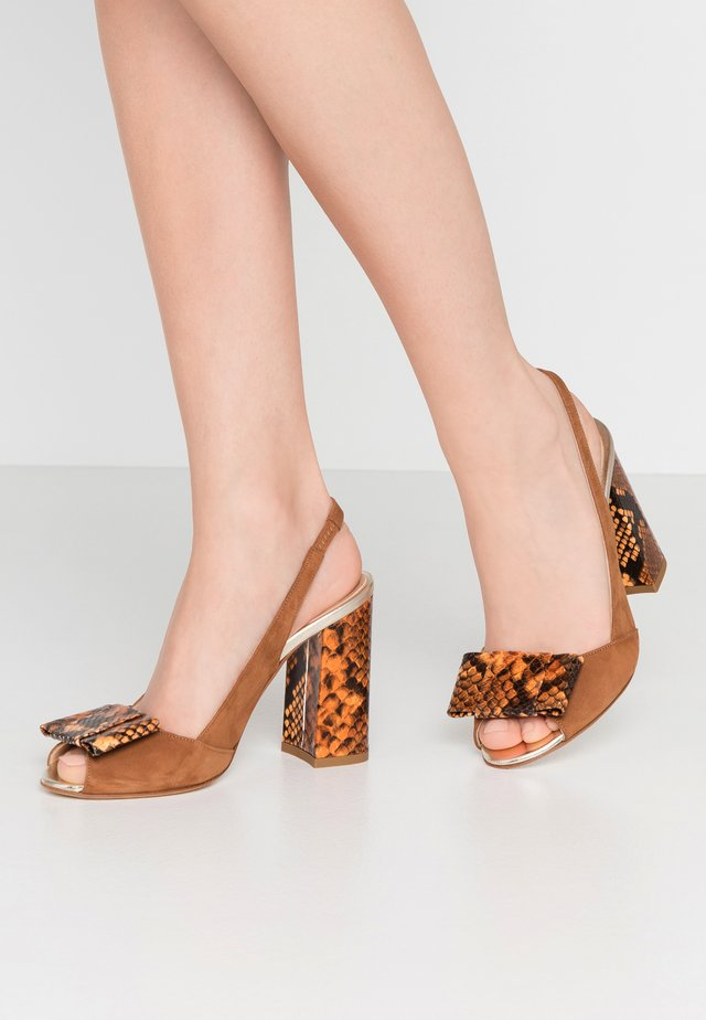 High heeled sandals - plationo/brandy