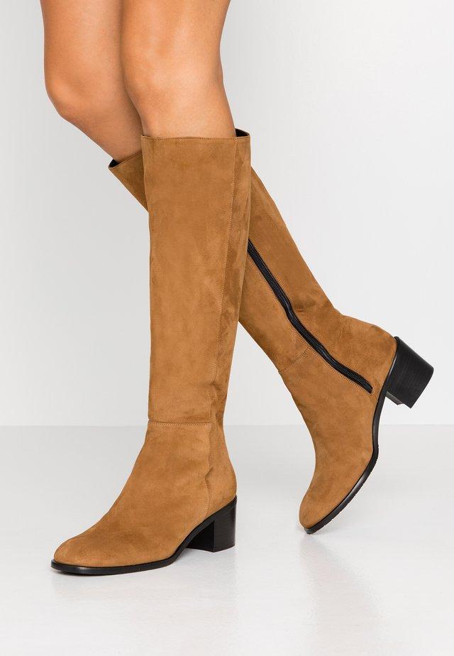 Vysoká obuv - bisonte