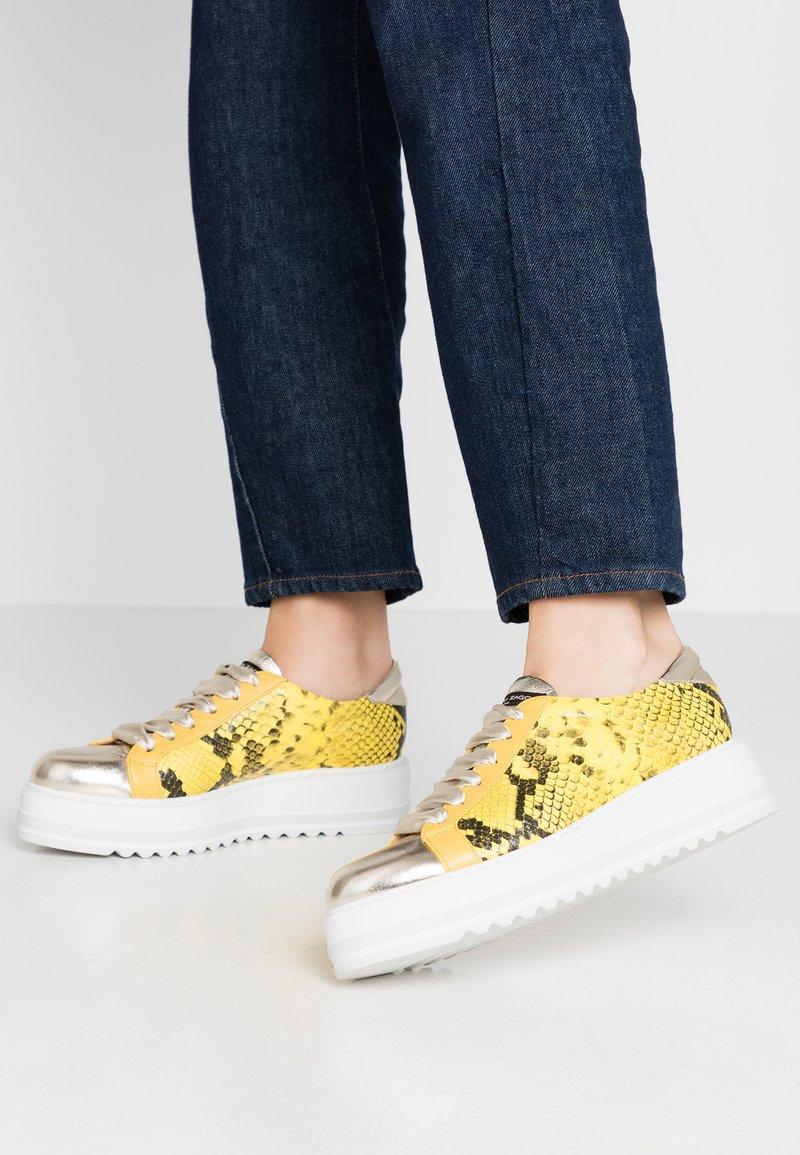Alberto Zago - Sneakers basse - platino/giallo