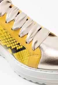 Alberto Zago - Sneakers basse - platino/giallo - 2