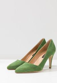 Alberto Zago - High heels - trifoglio - 4