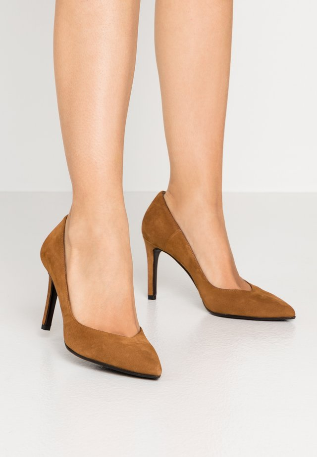 High Heel Pumps - cognac