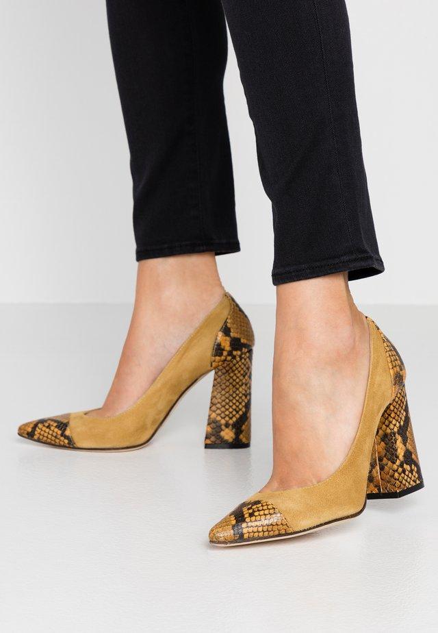 High heels - ocra/giallo