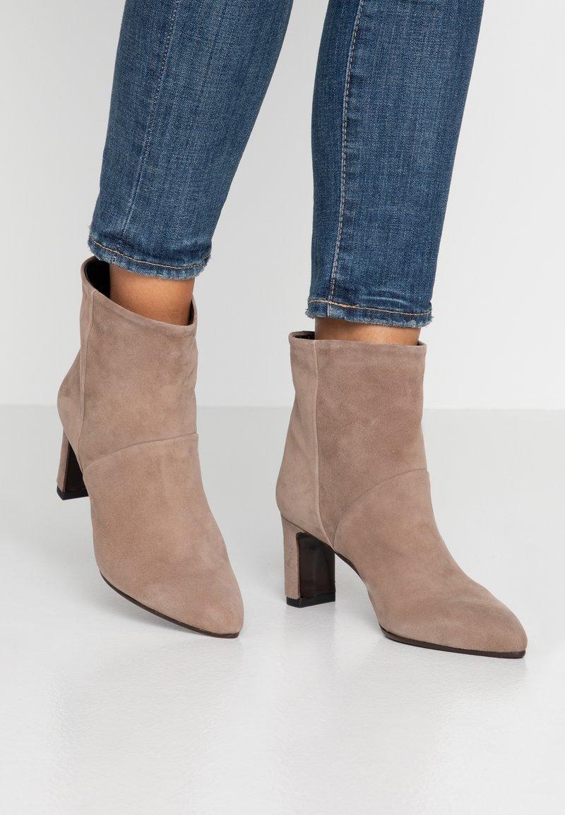 Alberto Zago - Classic ankle boots - gufo