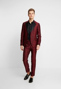 Bertoni - KARLSEN BLOCH - Suit - tibitan red - 1