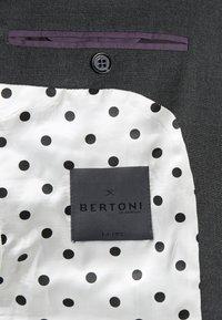 Bertoni - ANDERSON JEPSEN SUIT - Dress - anthracite melange - 8