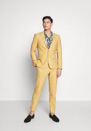 Suit - honey mustard