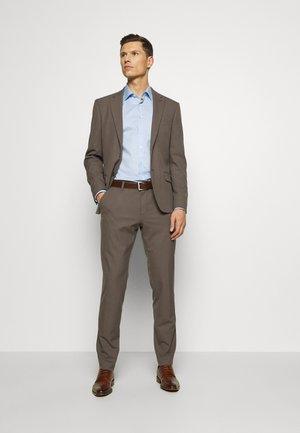 DREJER JEPSEN SUIT - Dress - brown