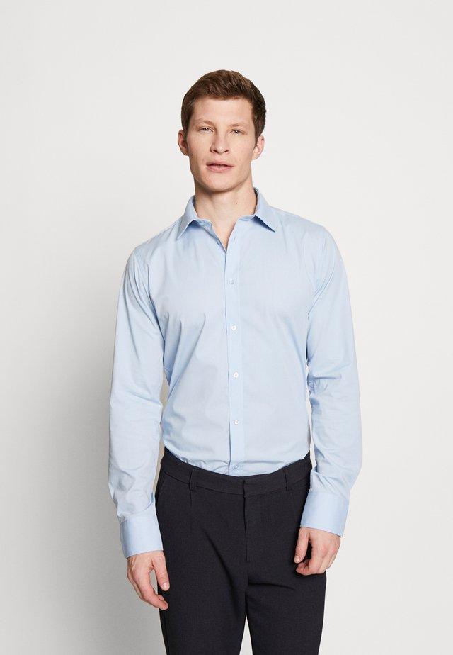 GUSTAV - Zakelijk overhemd - little boy blue